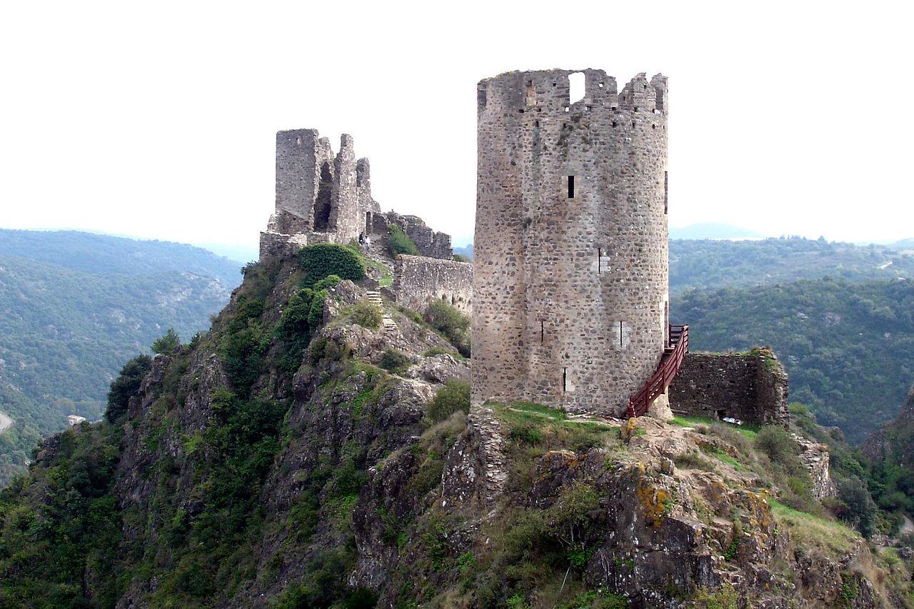 Castles near Caudies de Fenouilledes